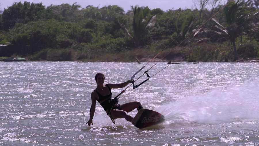 Inma es instructora de kite surf en República Dominicana