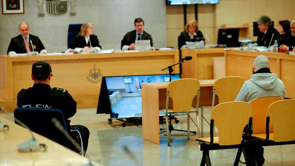 El acusado de estafar a 349 parejas con las células madre de cordón umbilical acepta 4 años y medio de cárcel