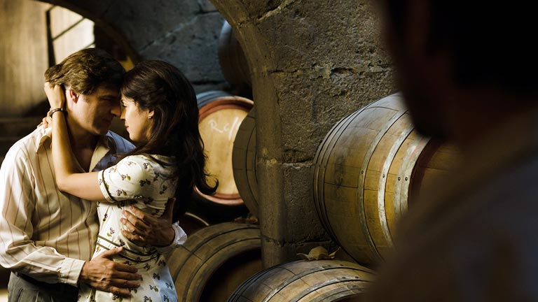 Gran Reserva. El origen - Adolfo sorprende a Sofía besándose con su hermano (Capítulo 76)