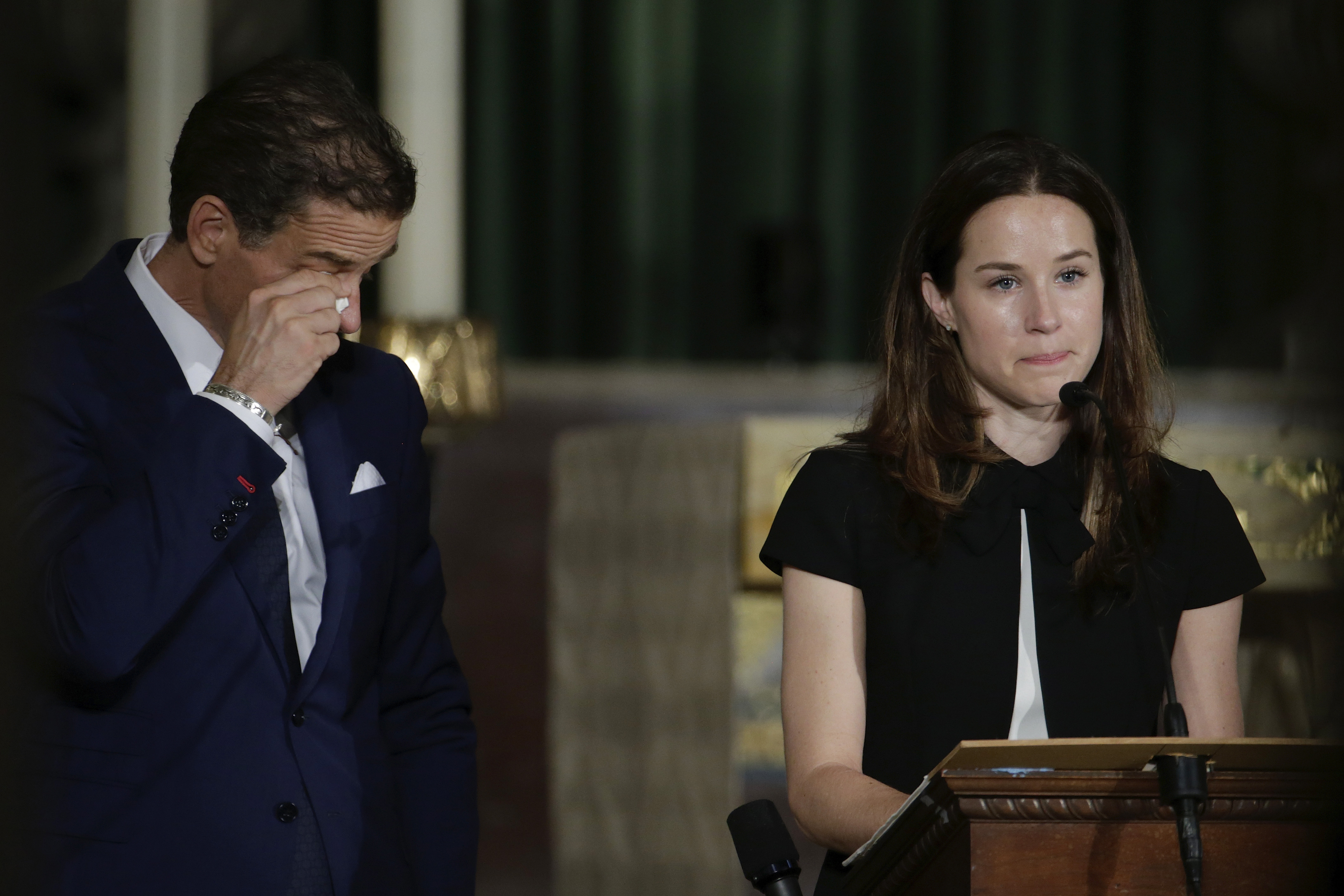 Ashley legge il panegirico del suo fratello Beau prima delle lacrime del cacciatore Biden