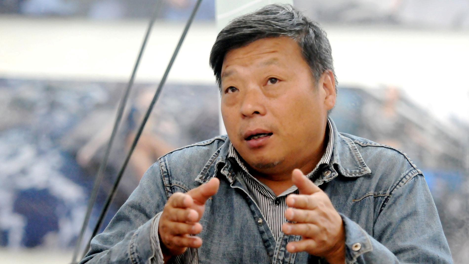 Las autoridades chinas confirman la detención del fotógrafo Lu Guang, desaparecido en Xinjiang