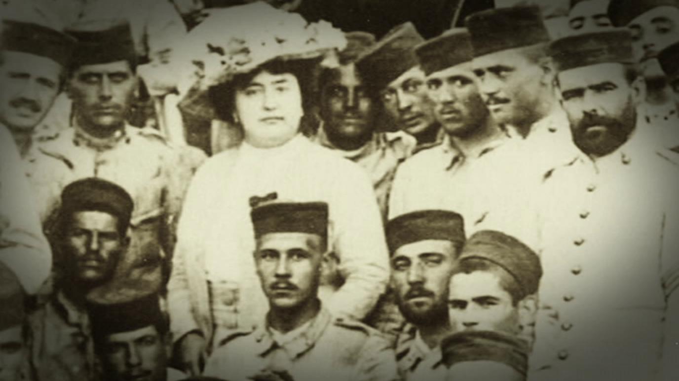 Mujeres viajeras - Carmen de Burgos, ¡Soldado Colombine!