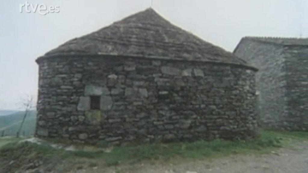 Arte y tradiciones populares - Arquitectura popular en Galicia - La casa redonda. Pallozas del Cebrero