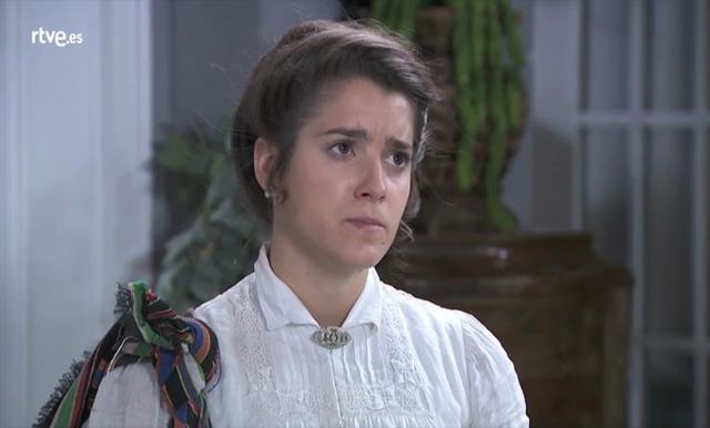 Acacias 38 - Casilda recoge sus cosas de la casa de Doña Rosina