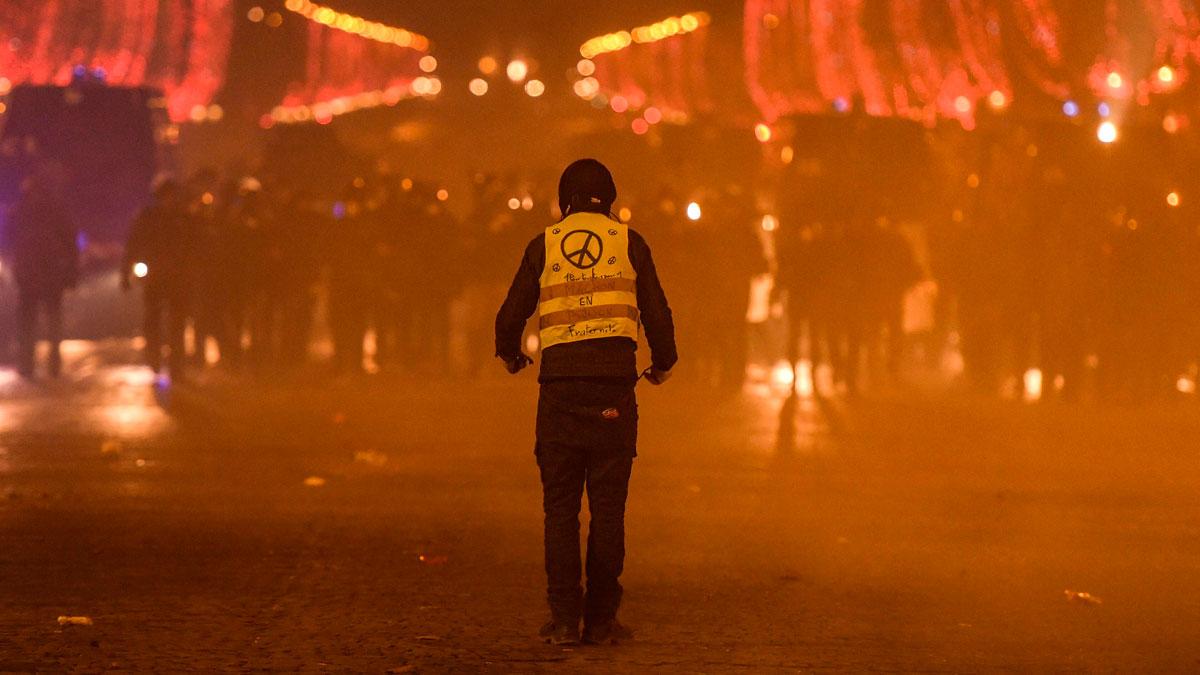 Cerca de mil detenidos en nuevas protestas de los chalecos amarillos en Francia