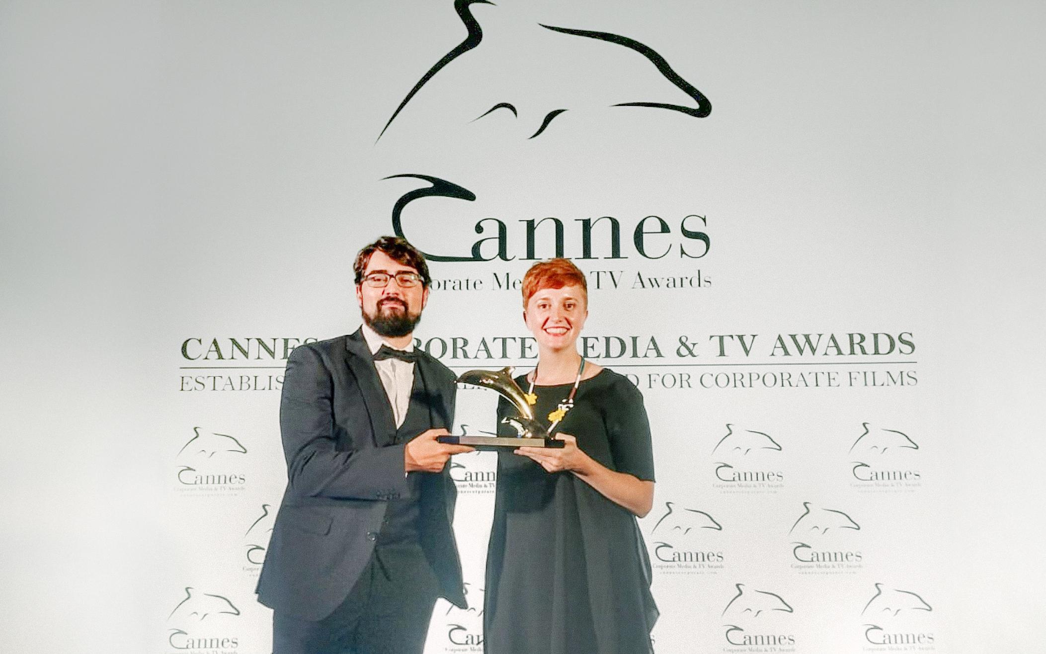 El corto interactivo 'Tu primer día en el caso' premiado con el Delfín de Oro en Cannes