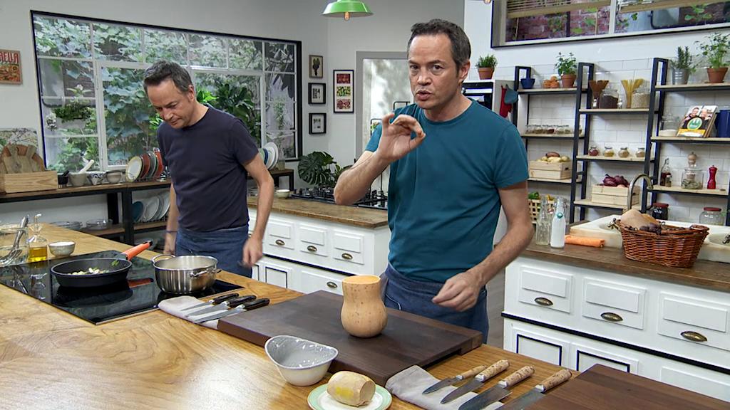 Torres en la cocina - Crema de castañas y canelones de cabracho