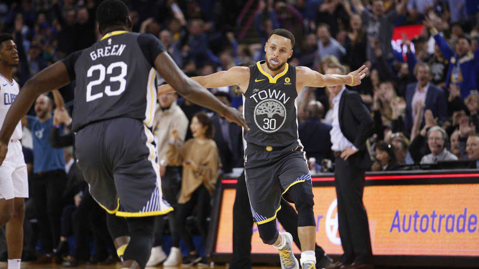 Curry hace volar a los Warriors y Willy debuta con los Hornets