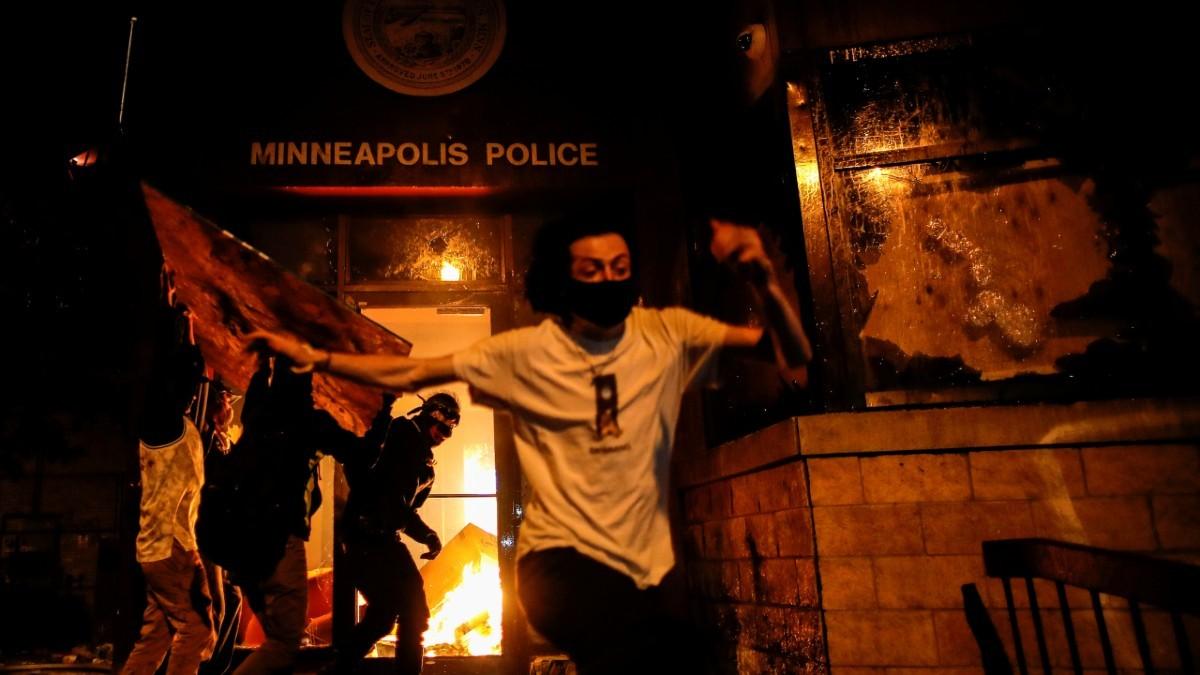 Declarado el toque de queda nocturno en Mineápolis tras las protestas y disturbios por la muerte George Floyd