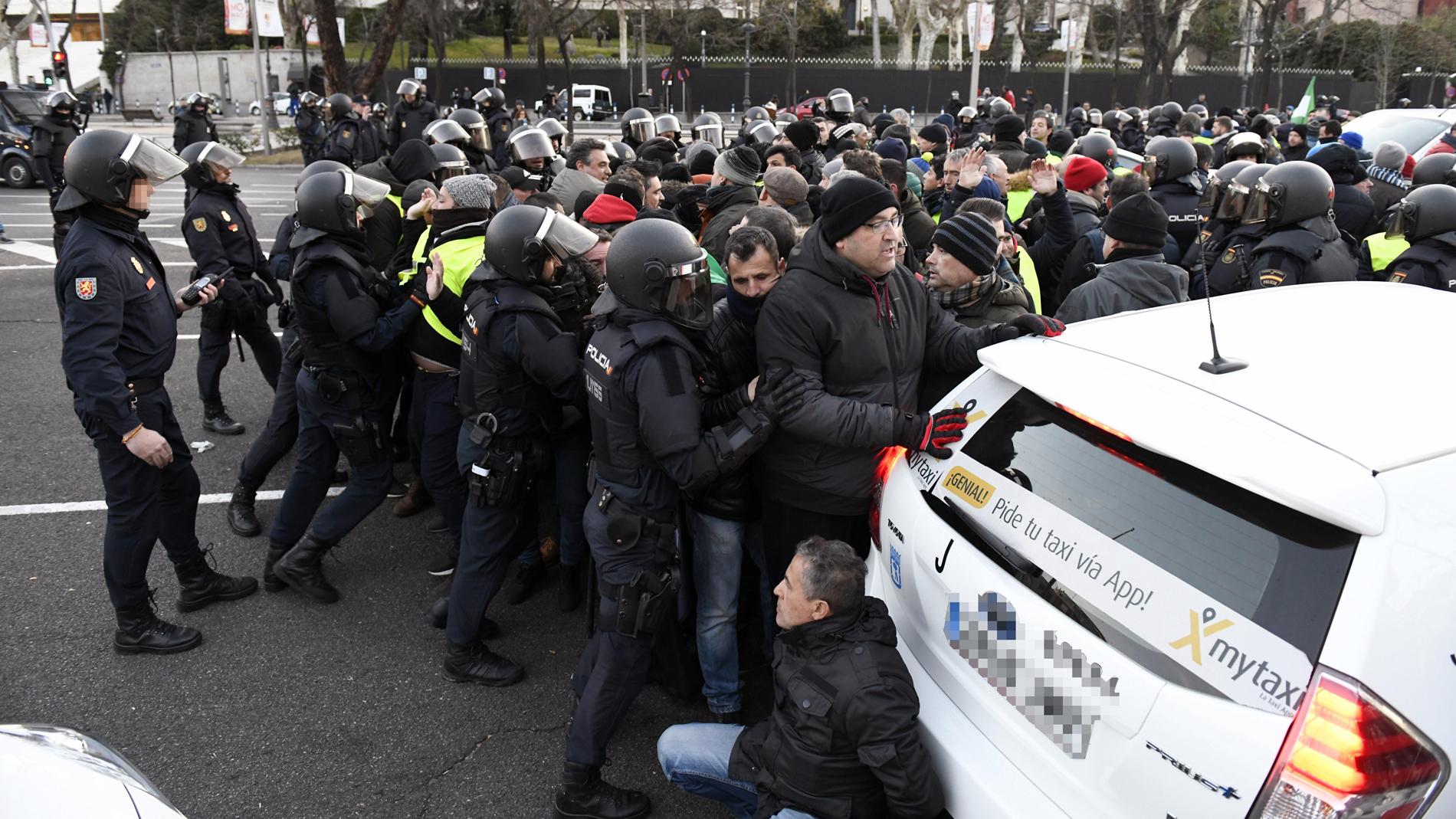 Desalojan a los taxistas de la Castellana