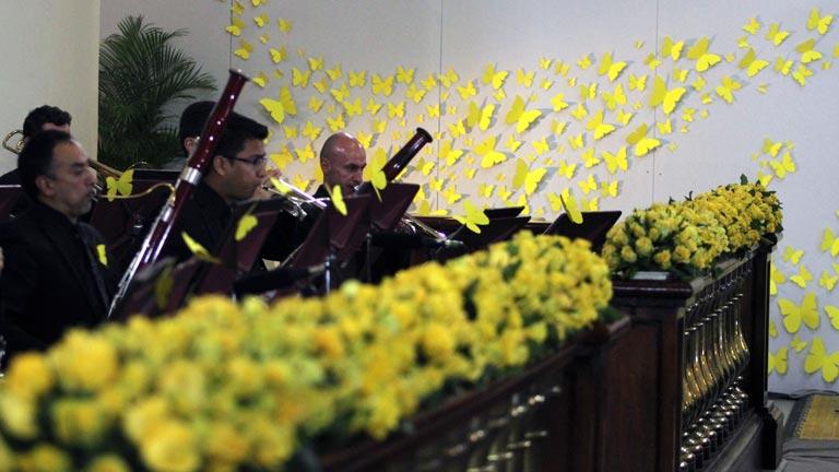 Miles de personas despiden a García Márquez con una solemne ceremonia desde la Catedral de Bogotá