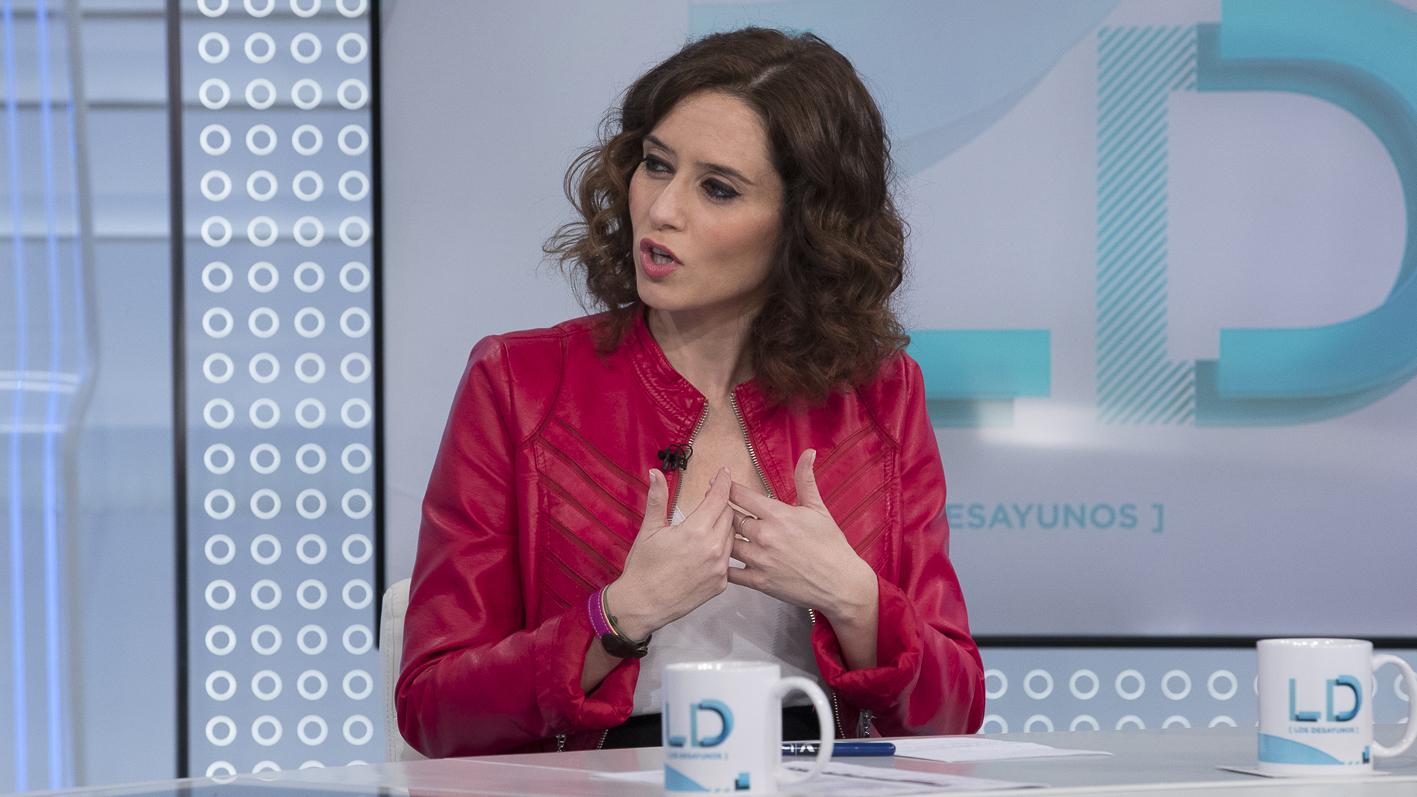 """Díaz Ayuso acusa a Podemos de llevarse a los taxistas a su """"causa"""" para que le hagan campaña en Madrid"""