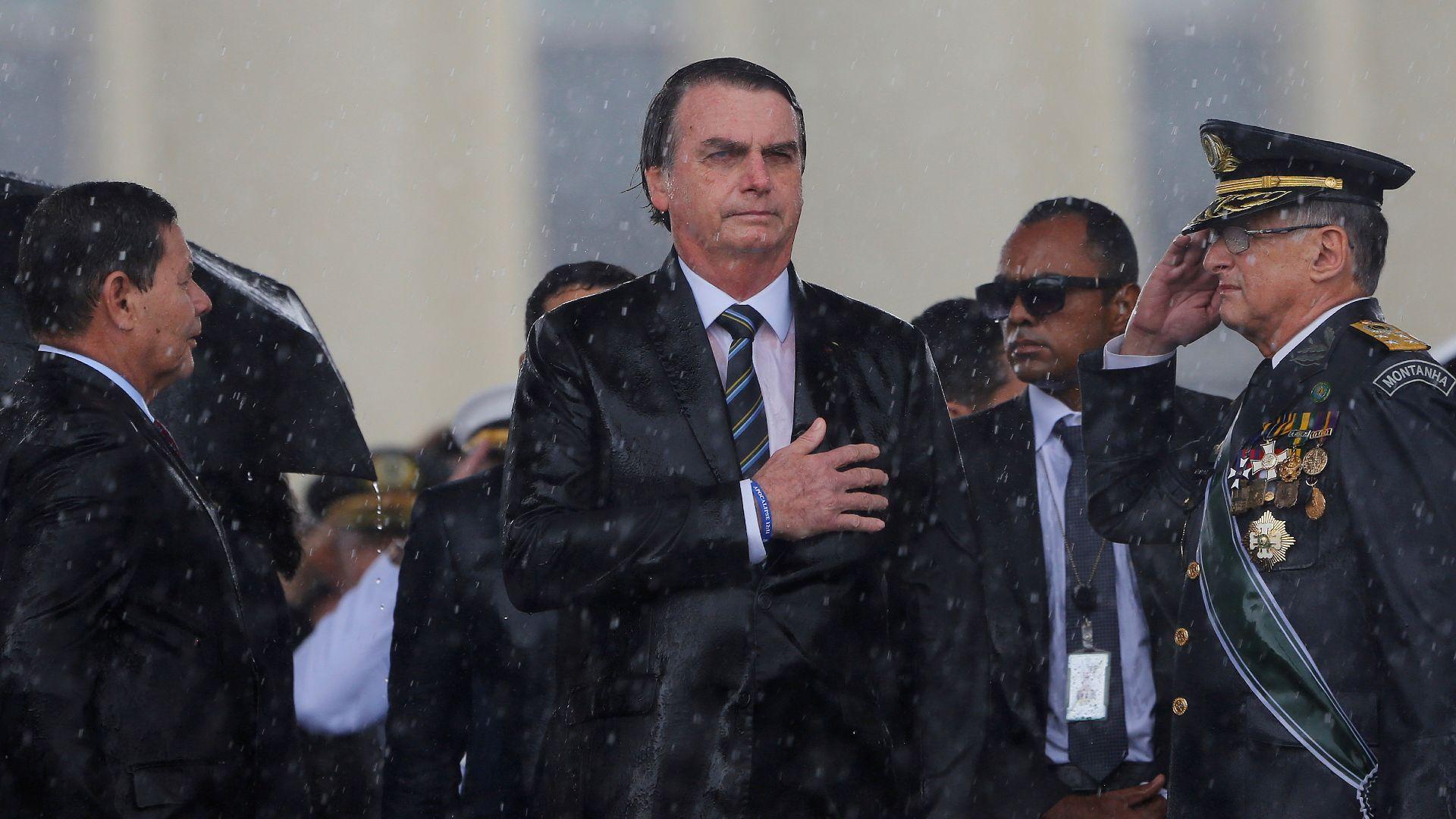 https://img2.rtve.es/imagenes/dimite-bloque-cupula-militar-brasil/1617203300092.jpg
