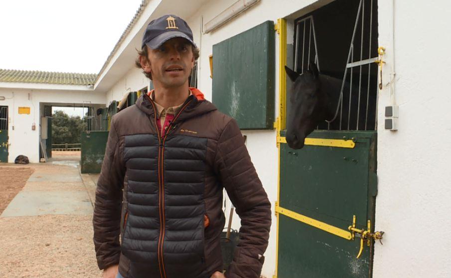 Repor - Un domingo en las carreras: Javier Palomares es propietario  de una cuadra