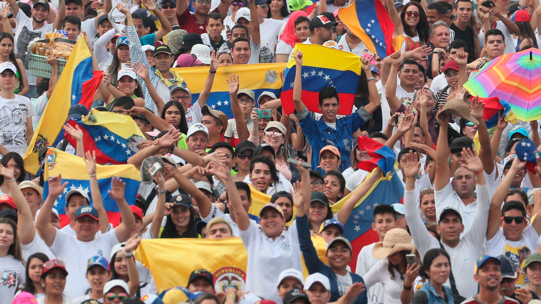 Dos conciertos enfrentan a Guaidó y Maduro por la entrada de ayuda humanitaria en Venezuela