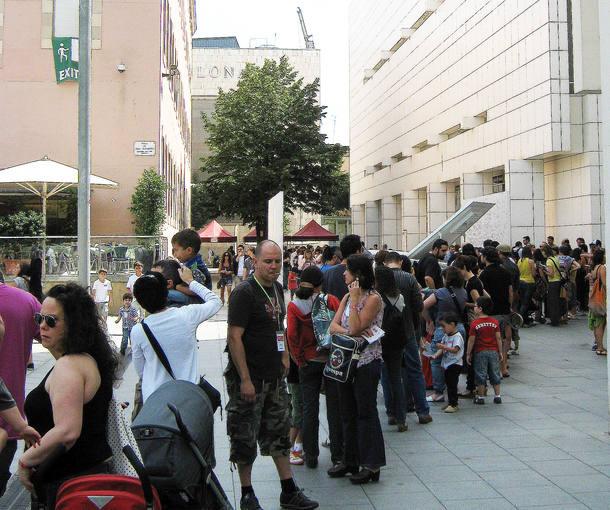 Entre el MACBA y el CCCB, se formaron las largas colas para acceder a los talleres y actividades del Sónarkids