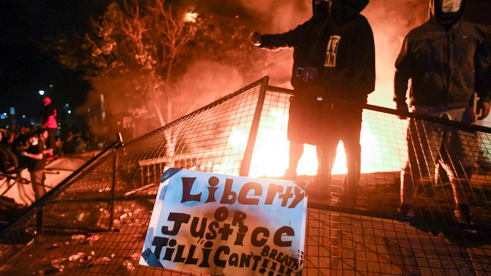 España a las 8 Fin de Semana – Noche de tensión en Mineápolis por la muerte de George Floyd a pesar del toque de queda