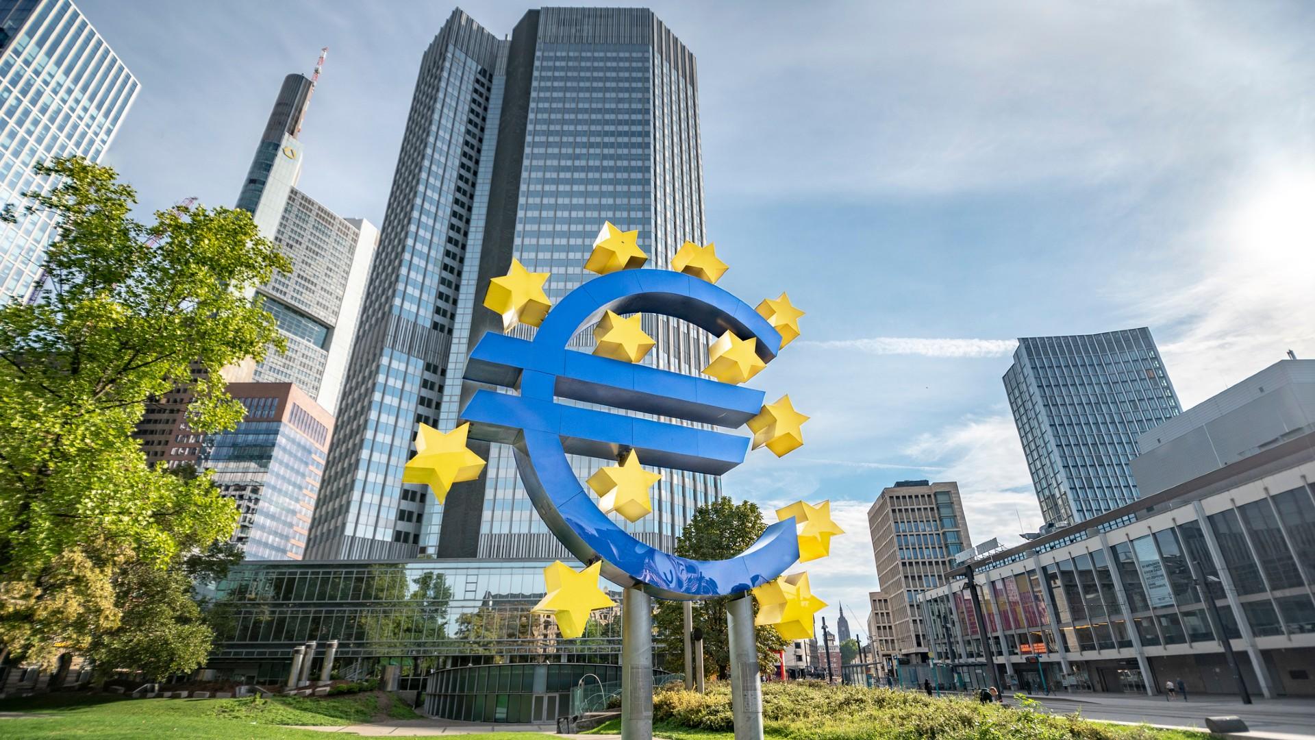 """os señores do tribunal de Karlsruhe, mostráronse unha vez máis, dignos da herdanza, do máis xermánico e  prepotente nacional- socialismo, cando pretenden impor, por ausencia de humildade, que non posúen,  evidenciando """"a aberración que supón haber xudicializado a política monetaria"""""""