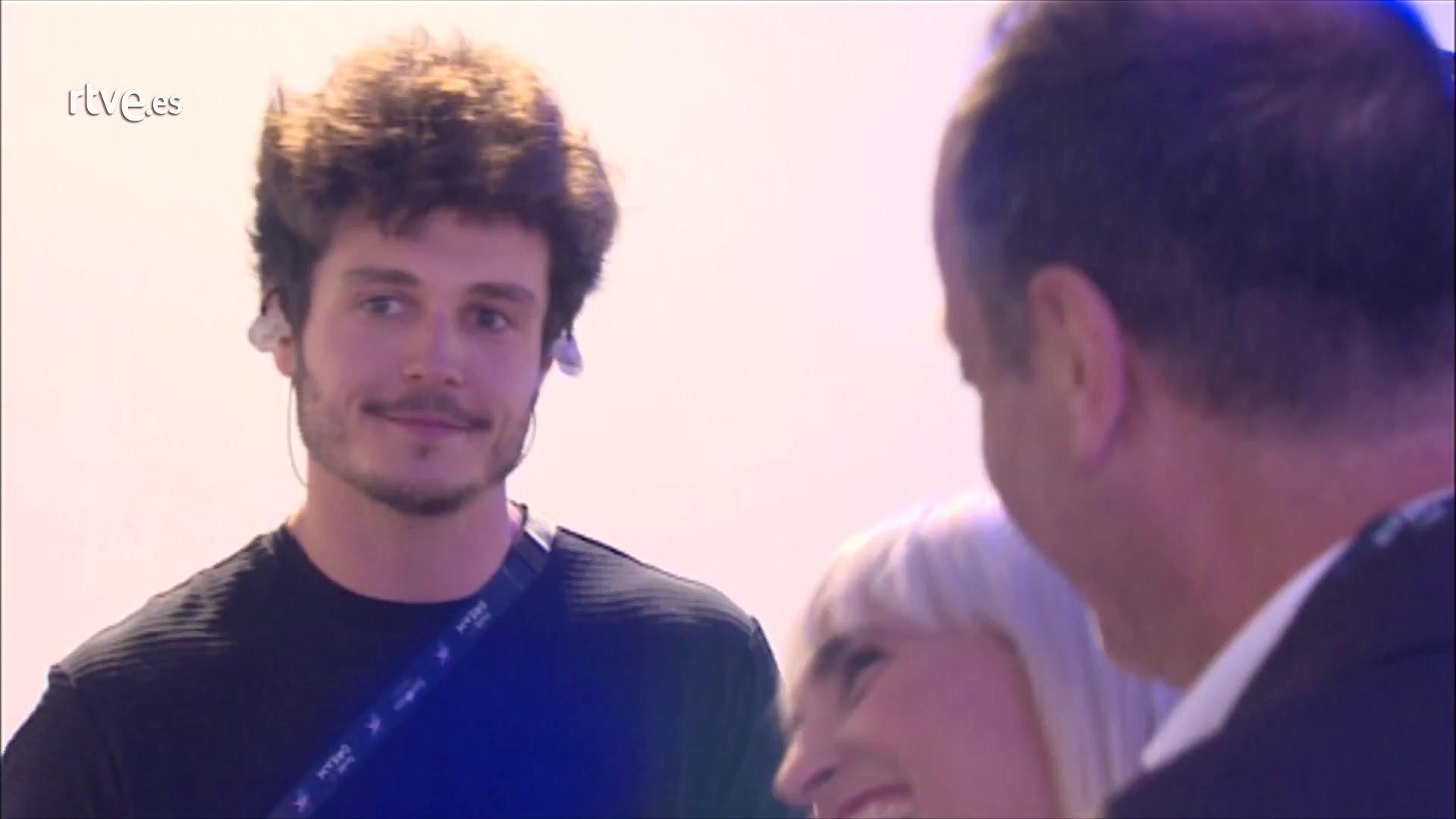 Miki, muy emocionado de camino al escenario de Eurovisión