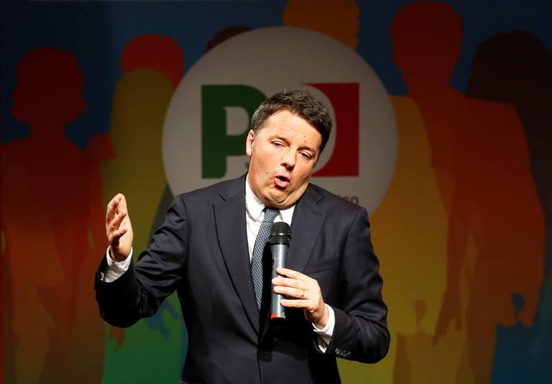 El exprimer ministro y líder del Partido Democrático, Matteo Renzi, durante un mitin en Nápoles