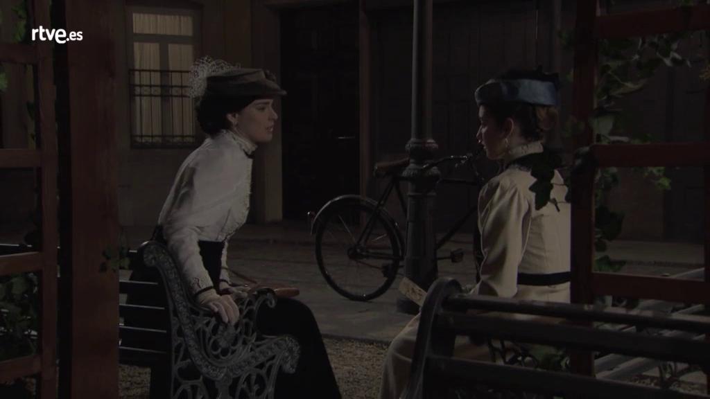 Acacias 38 - Flora confiesa a Leonor sus dudas con Peña