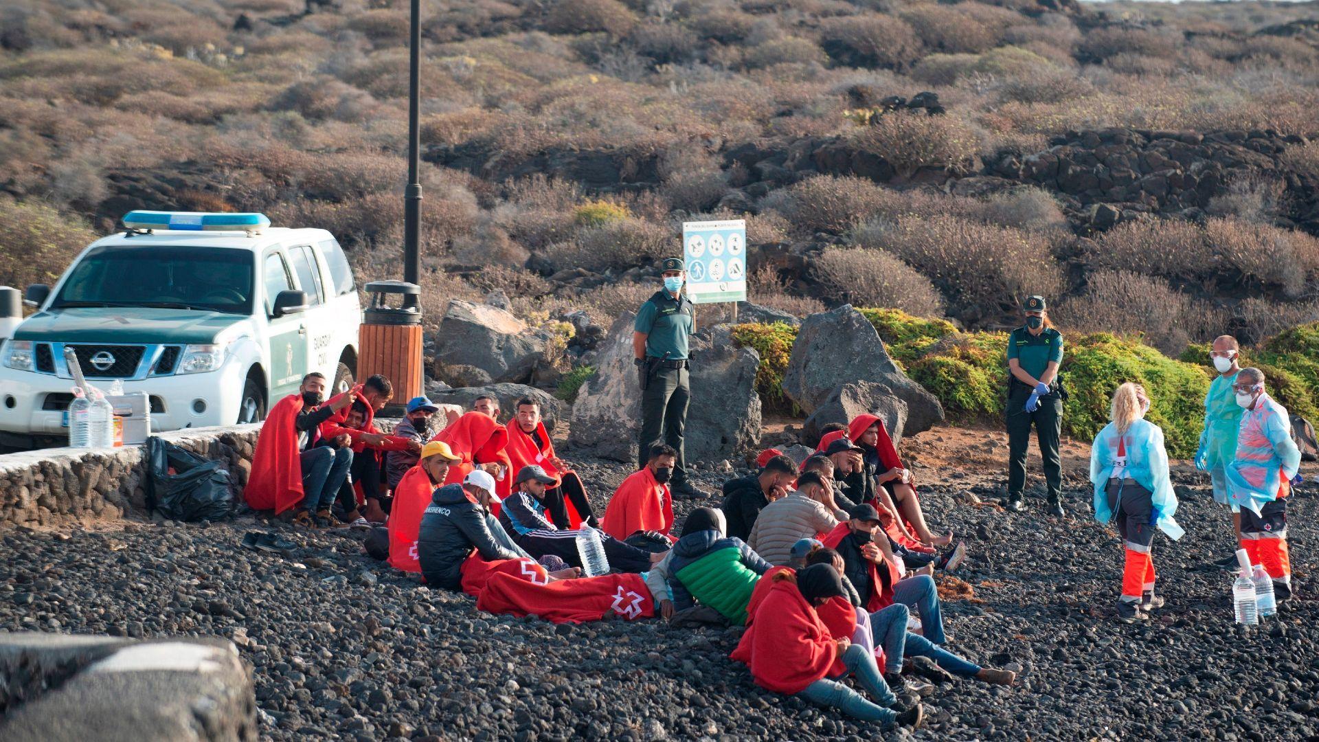 Más de 200 migrantes alcanzan en patera las costas españolas en un día