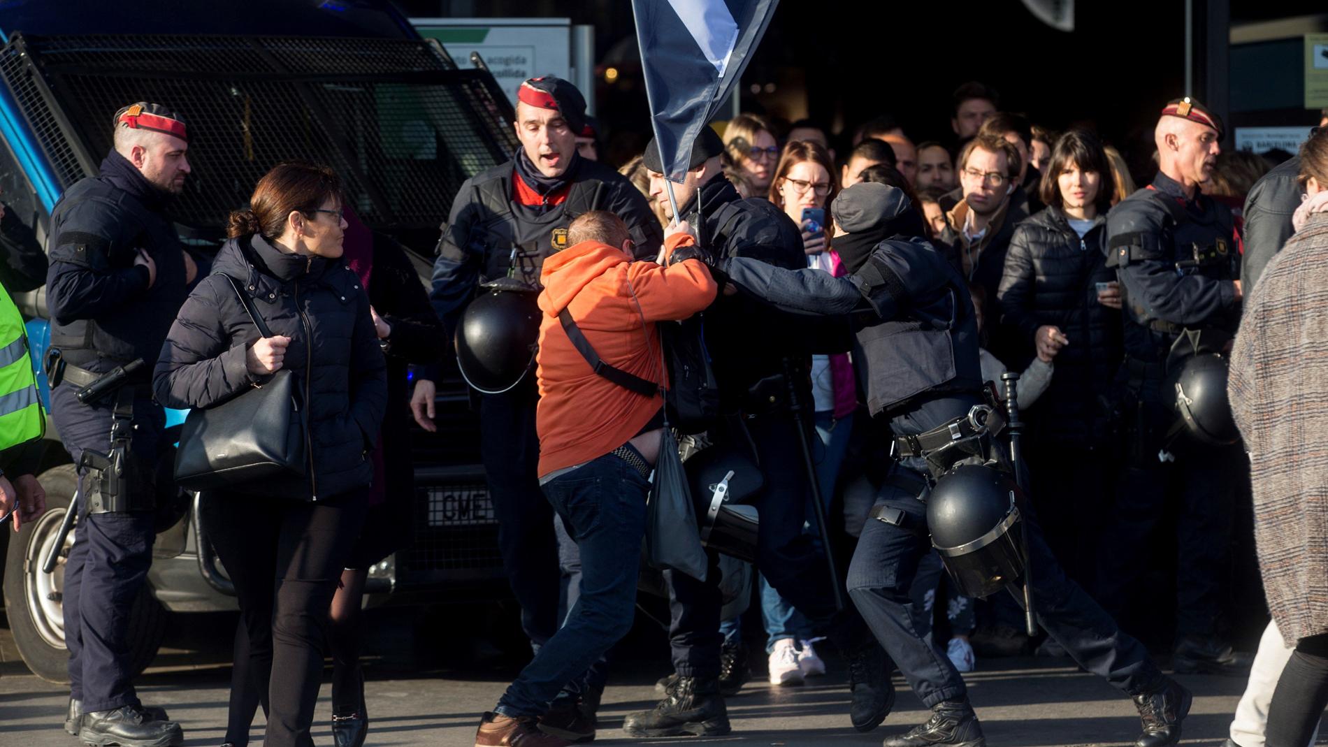 La huelga en Cataluña deja dos detenidos