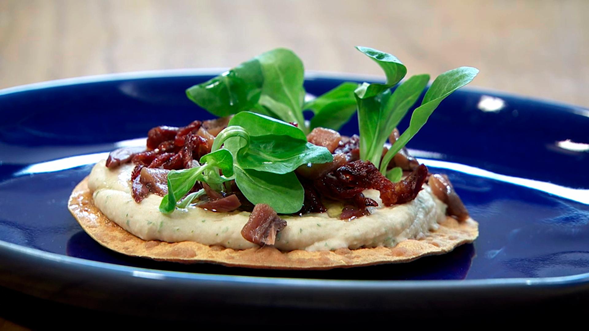 Torres en la cocina - Hummus con tomates y anchoas