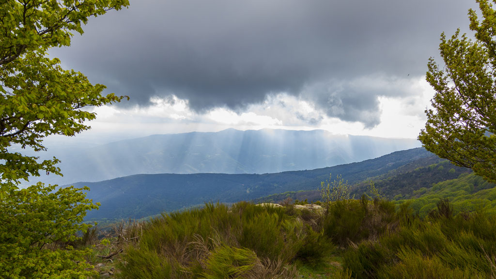 Intervalos nubosos en la Península, lluvias débiles en el Cantábrico