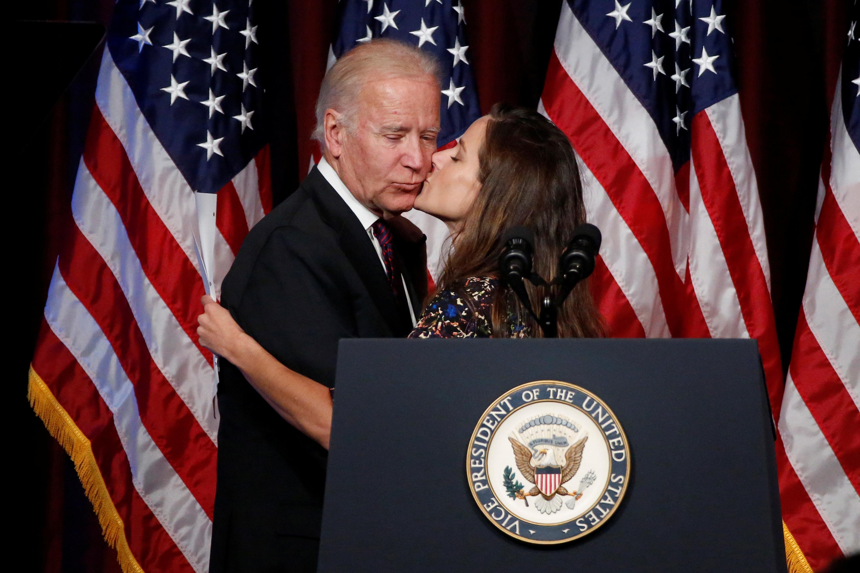 Joe Biden e sua figlia, Ashley, nella consegna del premio