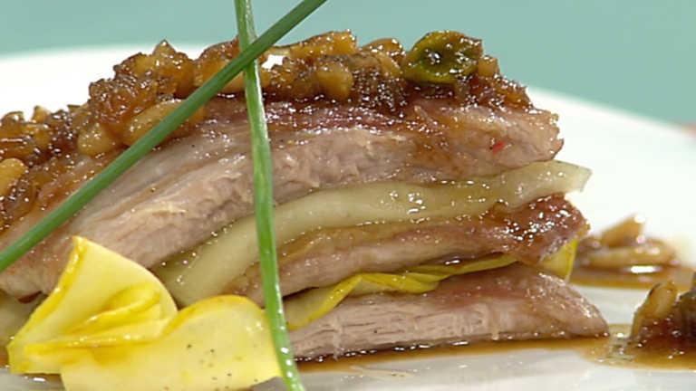 Cocina con Sergio - Lasaña de secreto con salsa de bellotas