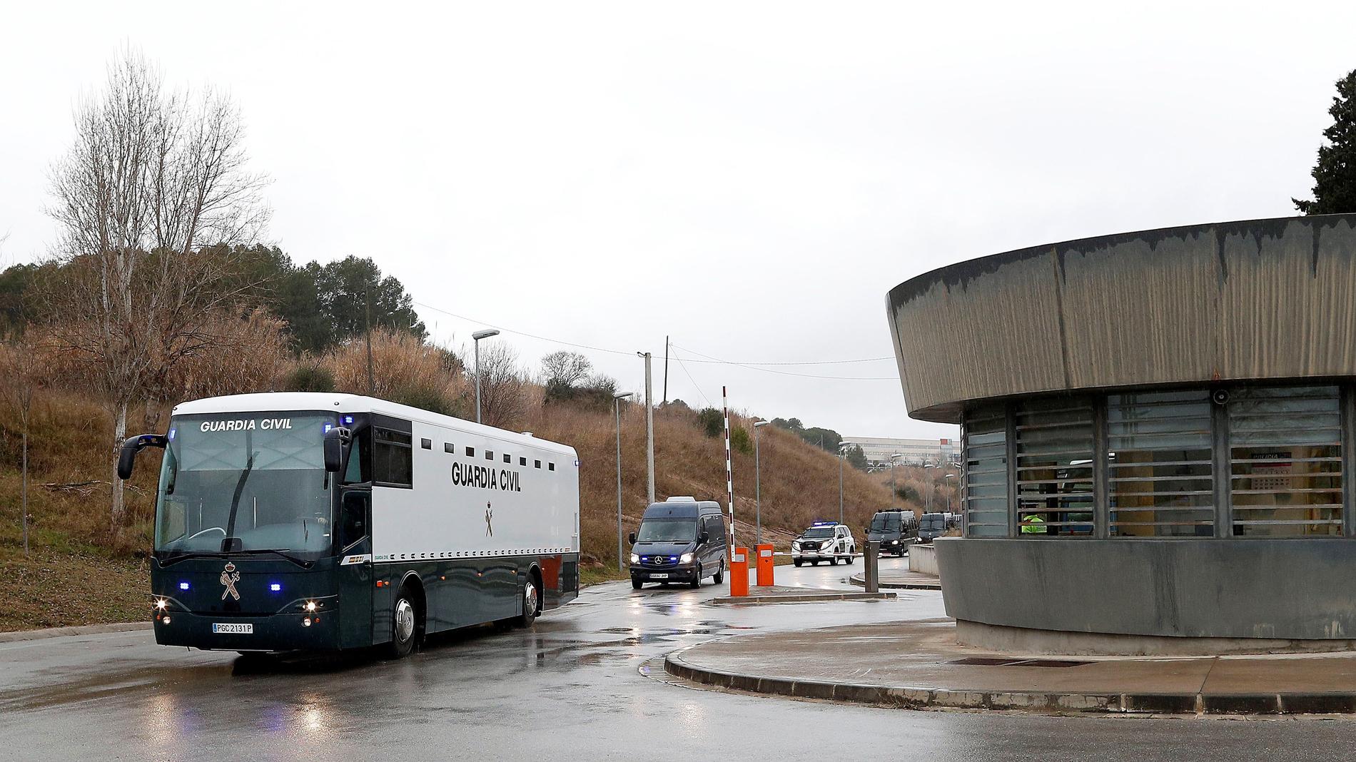 Los líderes independentistas presos son trasladados de Brians hacia Madrid