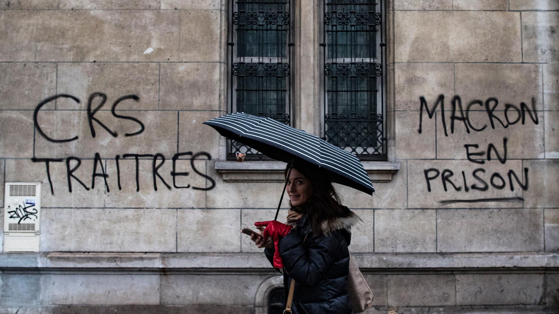Macron se reunirá con la patronal y sindicatos este lunes