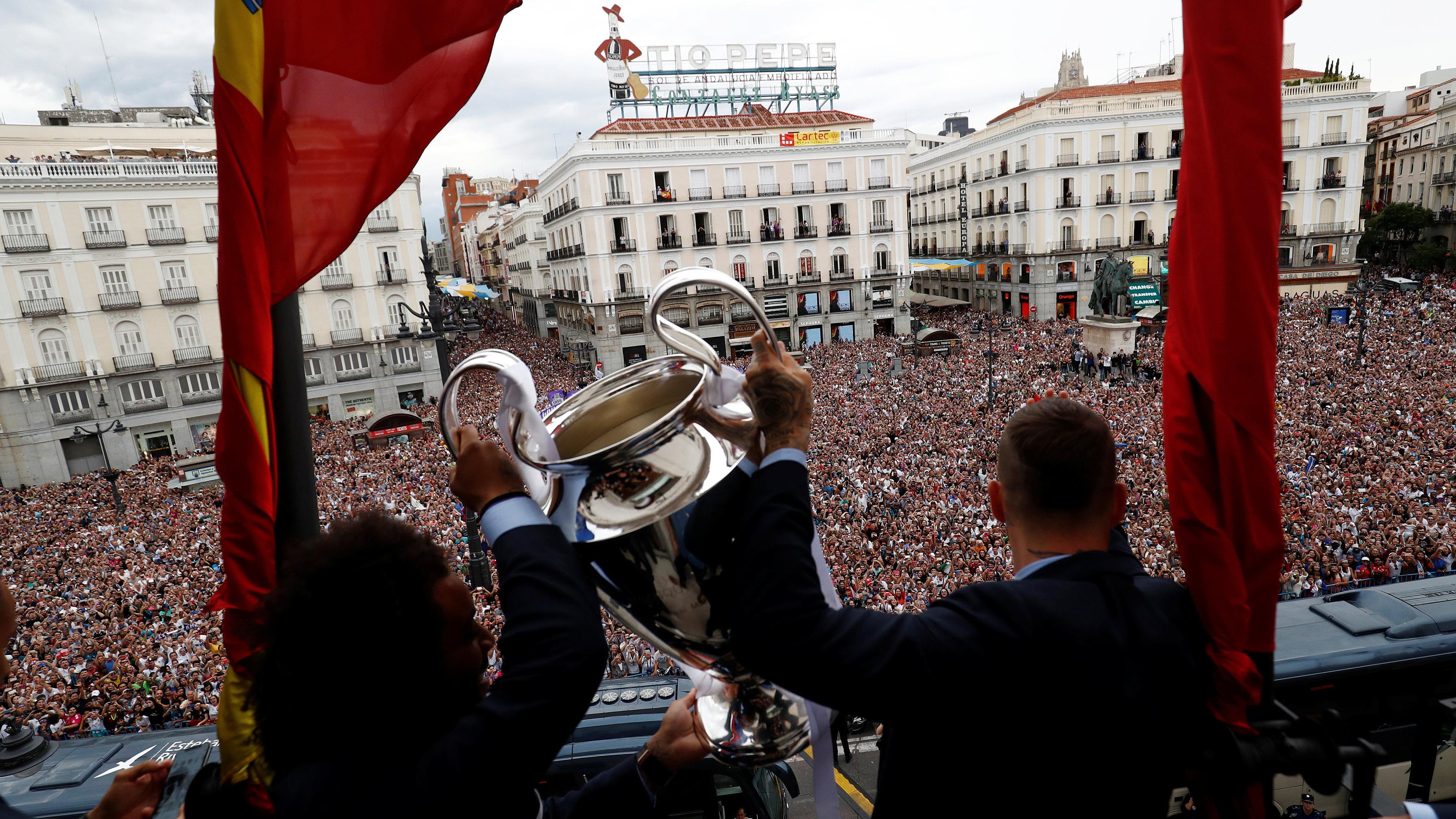 El Madrid se da un baño de masas
