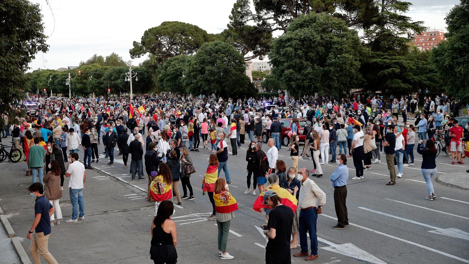 Cacerolada de un centenar de personas en Valencia en