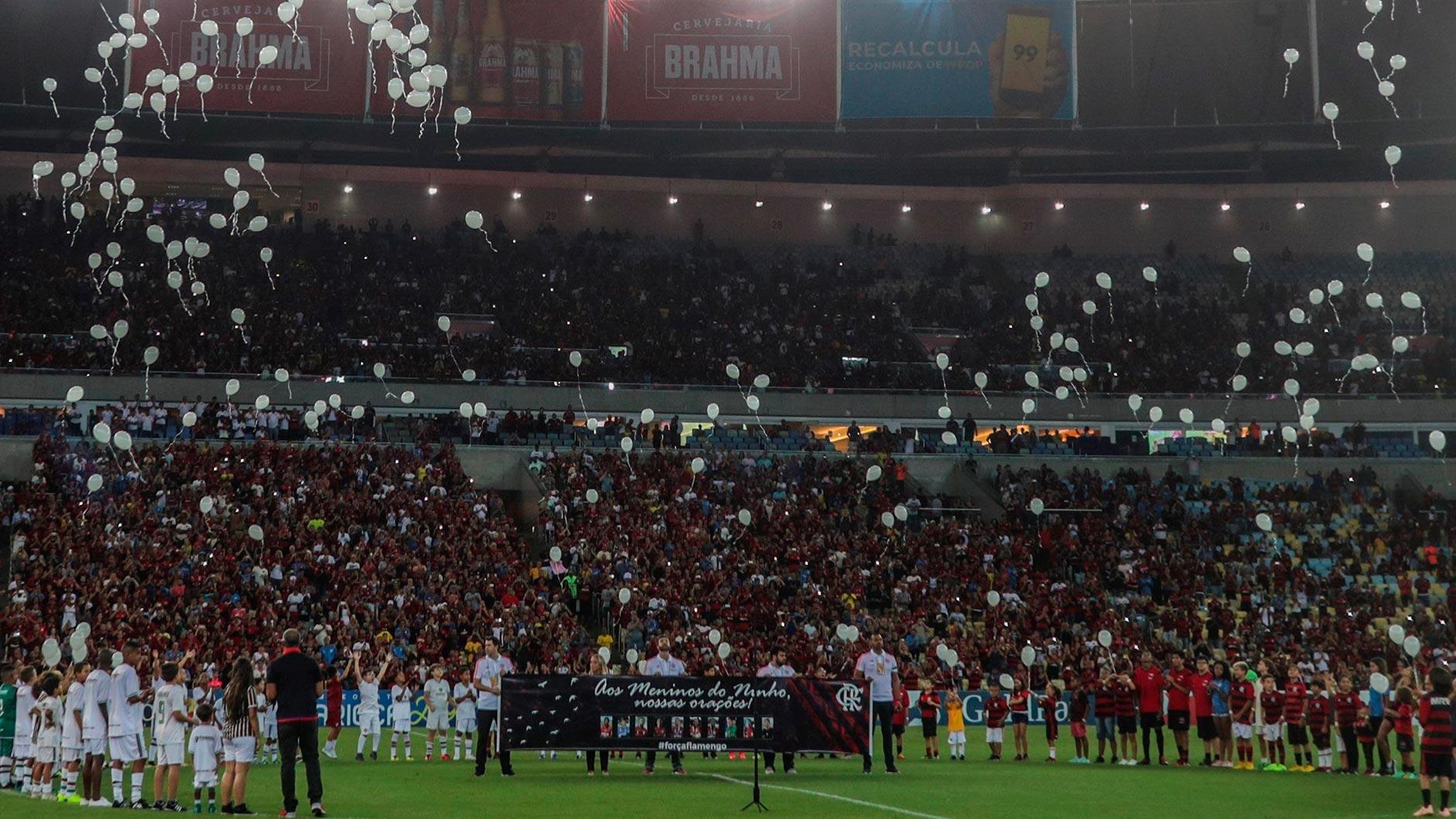 Maracaná rinde homenaje a los canteranos del Flamengo fallecidos en el incendio