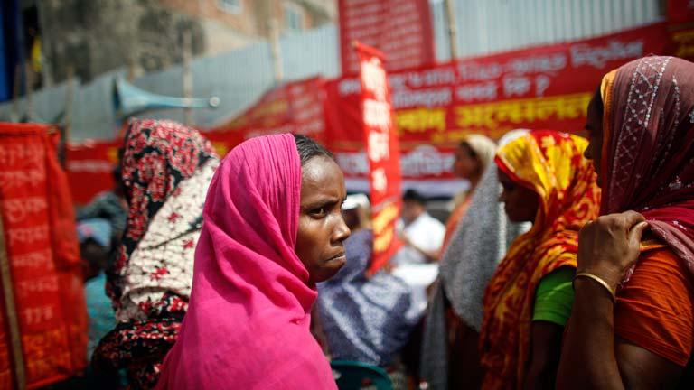 Las víctimas del derrumbe de Bangladesh esperan compensaciones seis meses después
