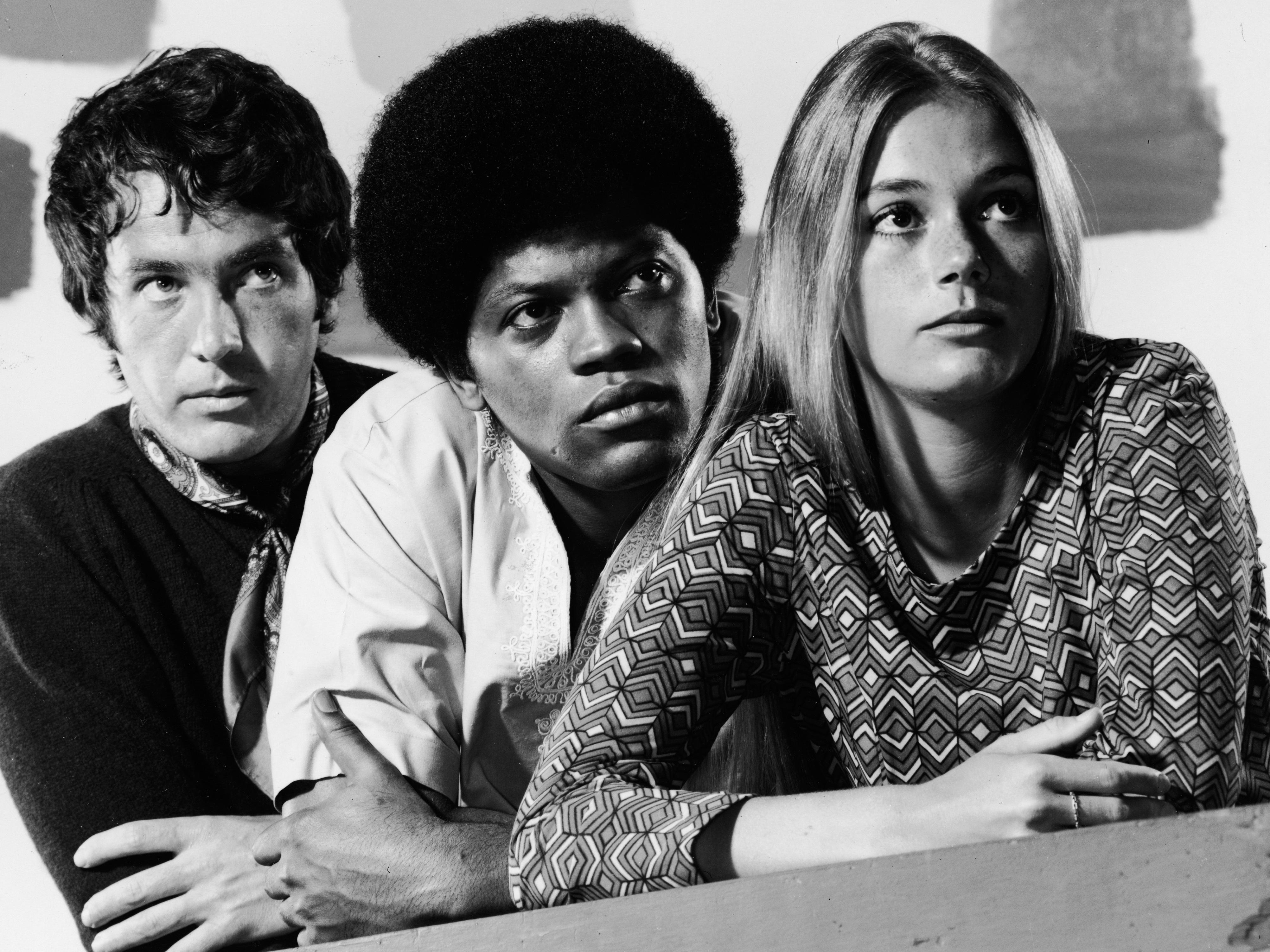 Michael Cole, Clarence Williams III e Peggy Lipton estrelou no 60 'The Mod Placad', considerado revolucionário em sua ERA Para ter um elenco inter-racial'The Mod Squad', considerada revolucionarai en su época por tener un elenco interracial