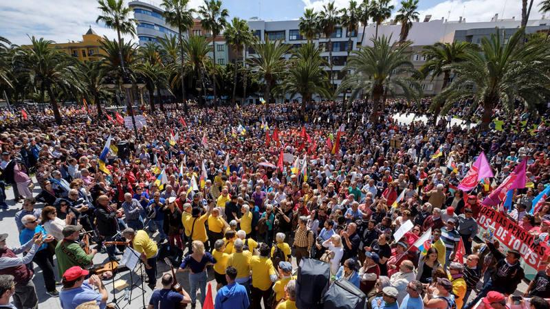 Miles de ciudadanos se han manifestado en Las Palmas de Gran Canaria