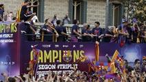 Un millón de culés aclaman a los campeones en las calles de Barcelona