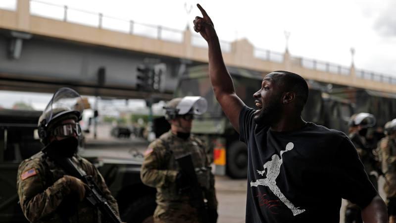 Detenido el policía responsable de la muerte del afroamericano George Floyd en Minneápolis