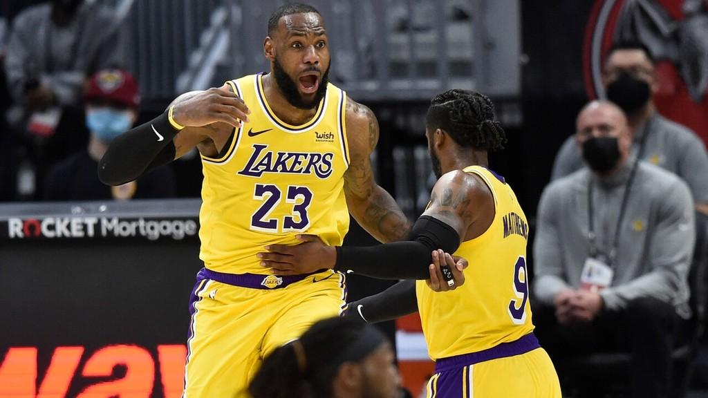 NBA | LeBron James, 46 puntos en noche de recuerdos y con dos árbitras que hacen historia