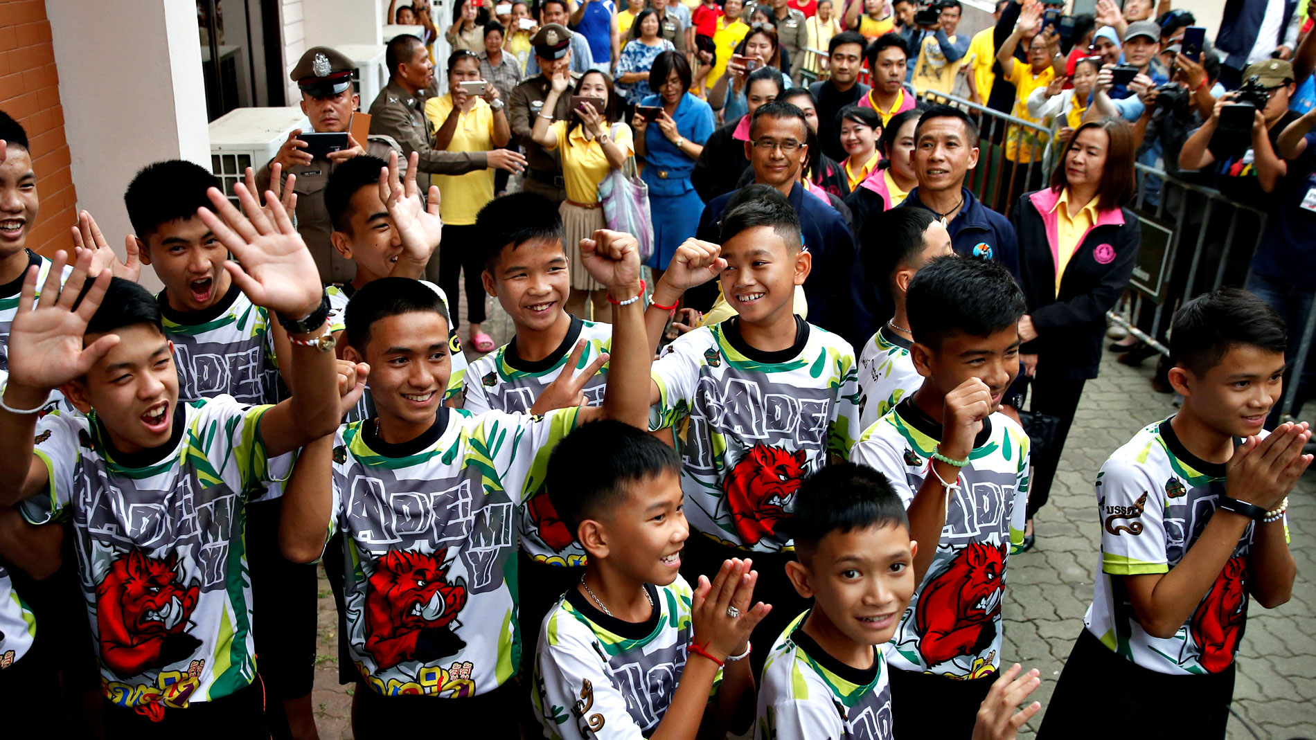 Los niños rescatados en Tailandia vuelven a casa