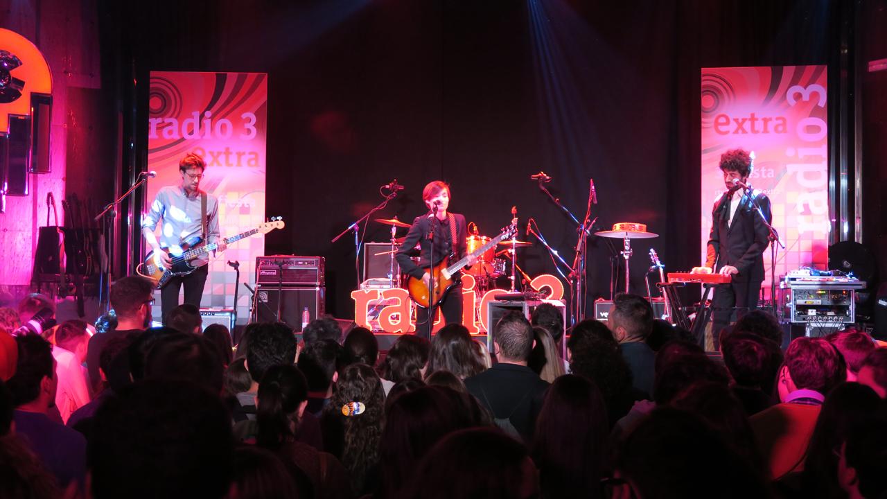 """Zona Extra - Papaya tocan """"Carde de carroña"""" en la fiesta aniversario de Radio 3 Extra"""