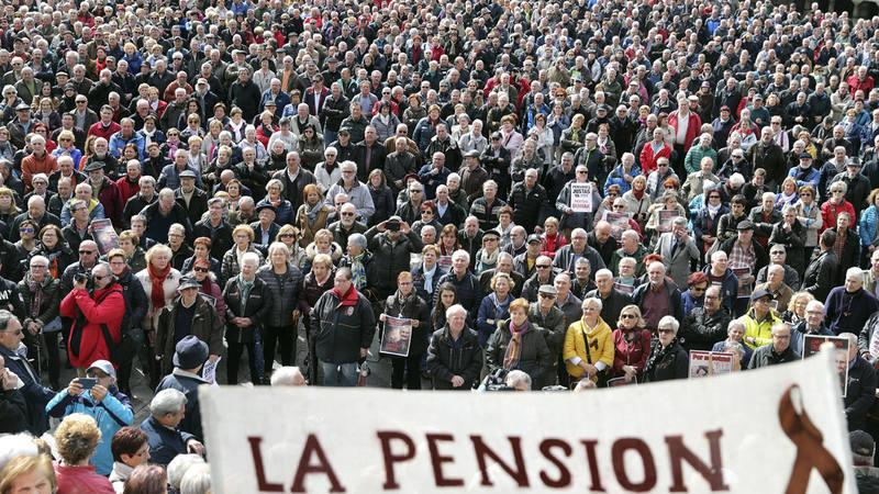 Pensionistas durante la concentración en Bilbao