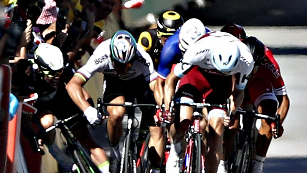 Peter Sagan, expulsado del Tour tras derribar a Cavendish