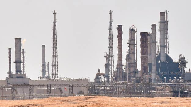 El precio del petróleo sube más de un 10% tras los ataques a las refinerías de Arabia Saudí