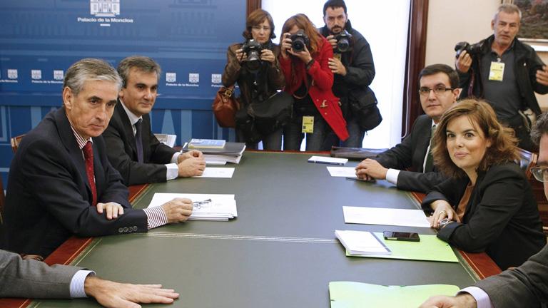 Primer encuentro entre el PP y el Gobierno en funciones para el traspaso de poderes