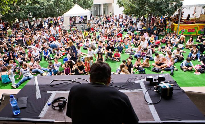 El público de Sónarkids, ante la actuación del 'beatbox' Markooz