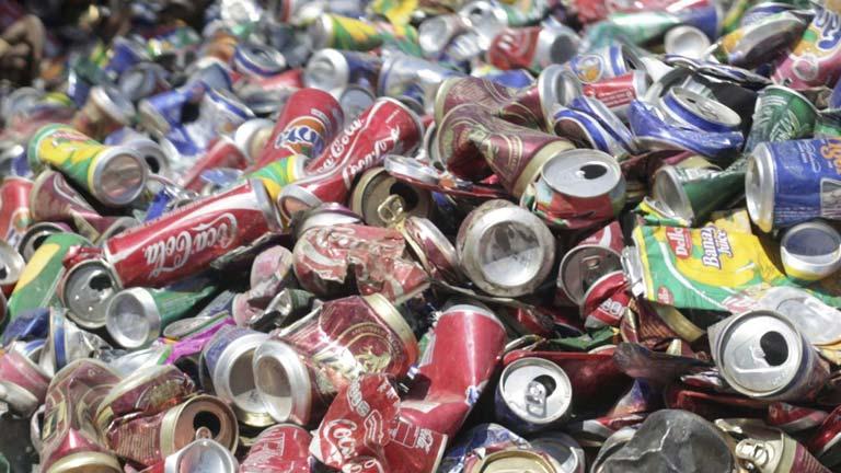 El reciclaje de residuos da trabajo a 200 personas con síndrome de Down
